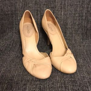 Creme Leather Aldo Pumps with a twist size 38